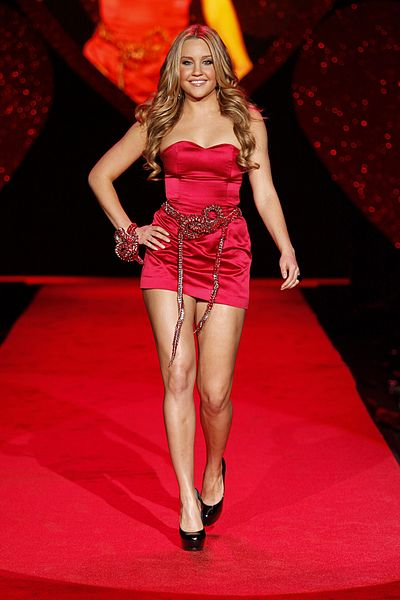 Amanda Bynes attends a red carpet event