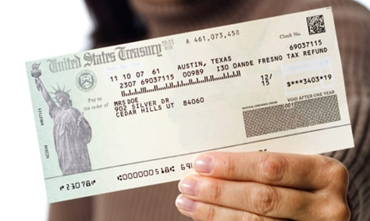 Which states tend to get the highest and lowest average tax refunds?