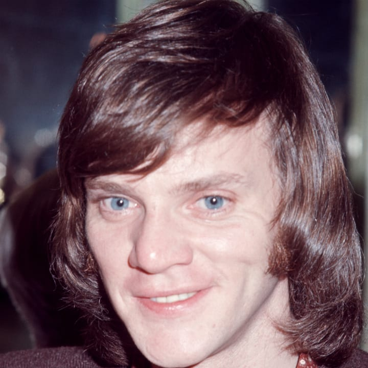malcolm-mcdowell-millionaire-today