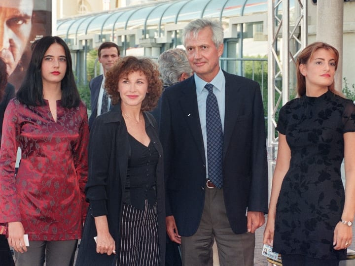 French actress Eva Green (L) arrives with her parents, actress Marlene Jobert (2nd L) and Walter Green, and her sister Joy at the opening evening of the 23th Deauville festival of American films, Western France on September 6, 1997 (at right, unidentified woman). AFP PHOTO MYCHELE DANIAU