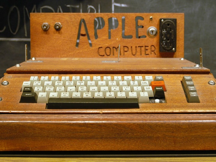 Apple, Apple I microcomputer