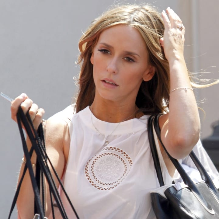 Jennifer Love Hewitt shops at Alice + Olivia on Robertson Boulevard on June 19, 2009 in Los Angeles, California.