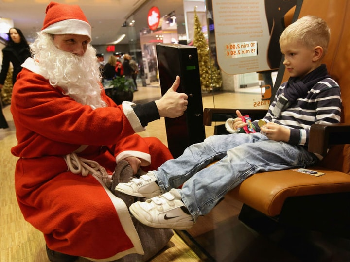 fake Santas, mall Santa, Santa impersonator
