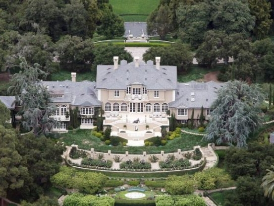 Oprah's mansion, front view, epic home